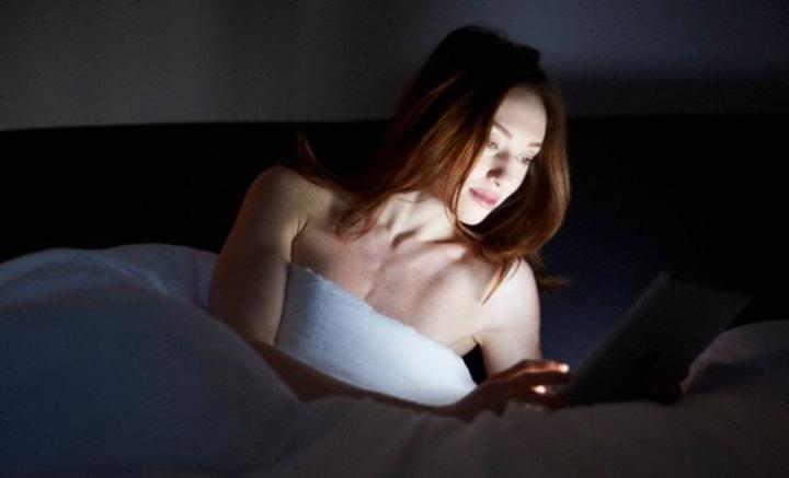 ควรคุมแสงไฟเทียม นอนไม่หลับ