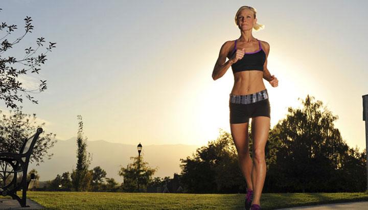 ออกกำลังกายและรับแสง นอนไม่หลับ